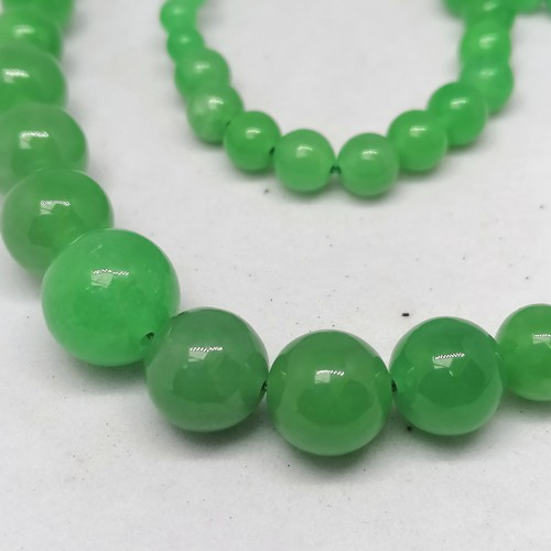 144 - graduated green jade bead necklace - 20