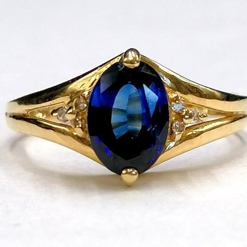 202 - 18ct gold sapphire & diamond ring...