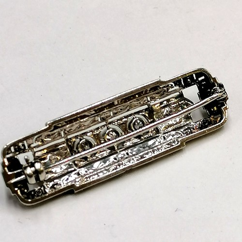 261 - Art deco 18ct white gold diamond set brooch - approx 1¾