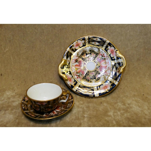 128 - A Royal Crown Derby Miniature Imari Pattern Cup and Saucer, also a similar cake plate (3)...