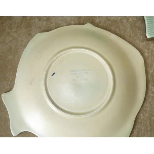 166 - A Shorter & Sons Ltd Service in form of a fish on cream and green ground, comprising serving dish, 6...