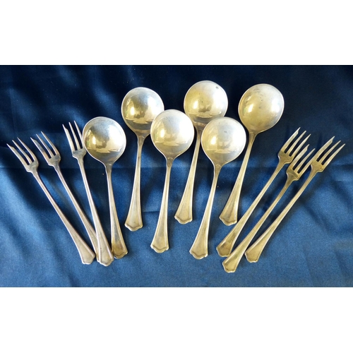 276 - A Set of Sterling Silver Pastry Forks, also 6 matching dessert spoons 8.3oz...
