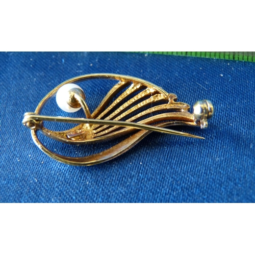 481 - A 9ct White and Yellow Gold Brooch set with pearl, 2.9gms...