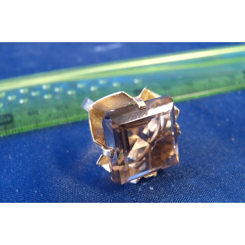 486 - A 9ct Gold Square Cut Ladies Cluster Ring Set with Smoky Quartz size N/M...
