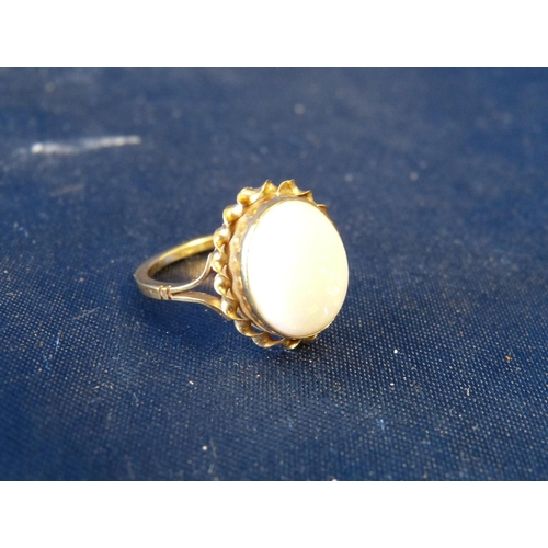 489 - A 9ct Gold Ladies Oval Opal Ring having twist rim, size M...