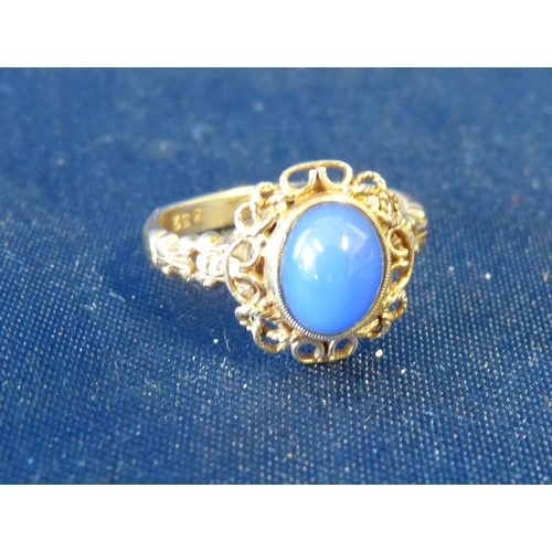 491 - A 9ct Gold Ladies Oval Ring set with centre blue stone, size L/M...
