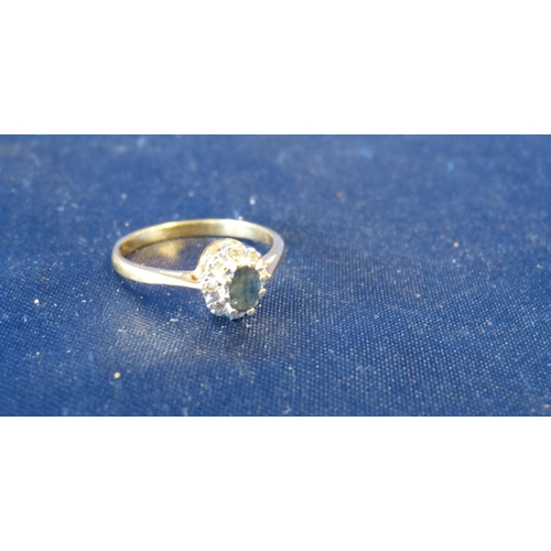 493 - An 18ct Gold Ladies Small Cluster Ring set with centre sapphire surrounded by small diamond chips, s...