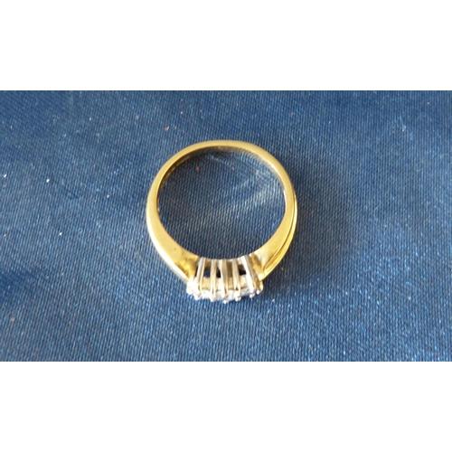 496 - A 18ct Gold Ladies 3 Stone Diamond Ring, size N/O...