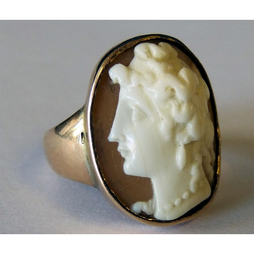 547 - A Gold Ring Set with Cameo depicting portrait...