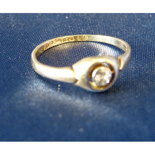 554 - An 18ct Gold Small Solitaire Diamond Ring...