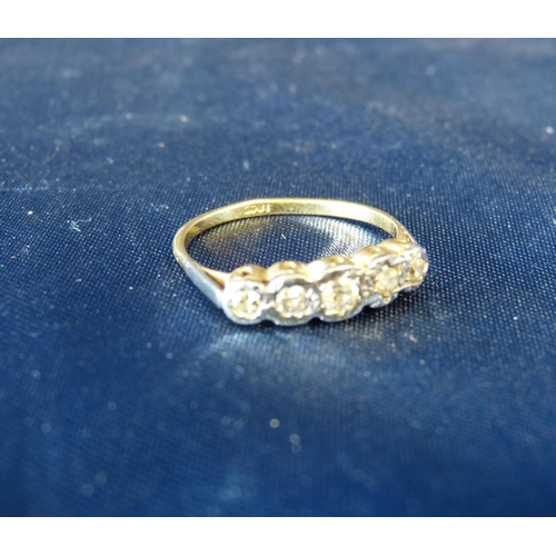 556 - An 18ct Gold Ladies 5 Stone Diamond Ring...