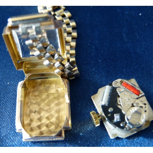 557 - An 18ct Gold Sultans Square Faced Ladies Wrist Watch with Arabic numerals mounted with 9ct gold brac...