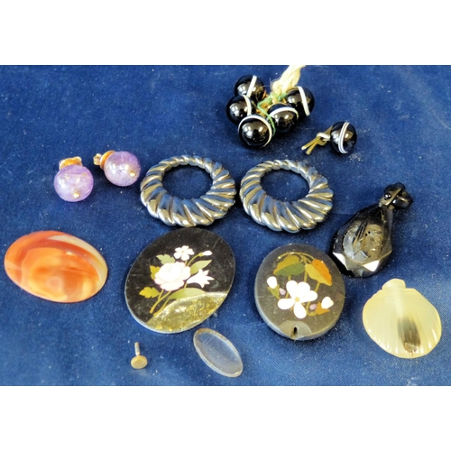 580 - 5 Banded Agate Buttons, another similar button, a pair of purple stone earrings etc...
