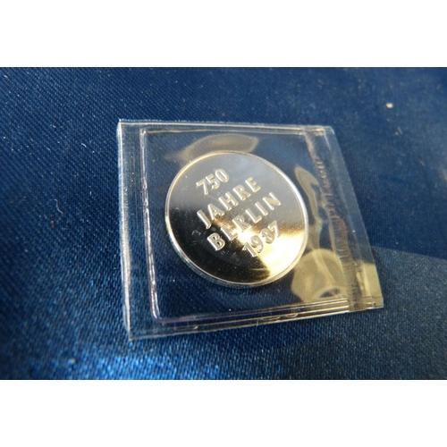 588 - A Small 750 Jahre Berlin 1987 Coin...