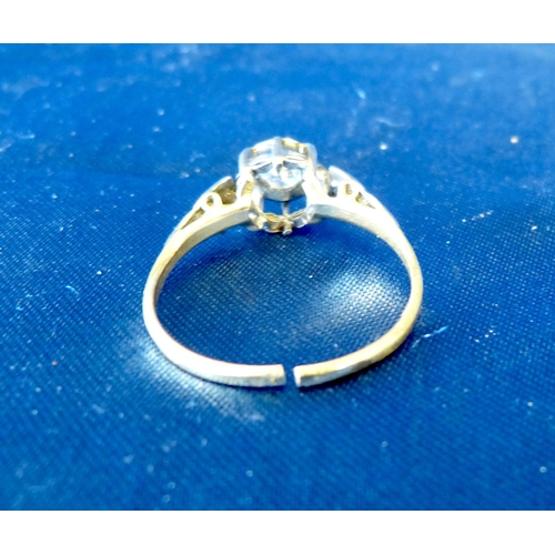 598 - A Gold Ladies Solitaire Diamond Ring, ring size T (cut)...