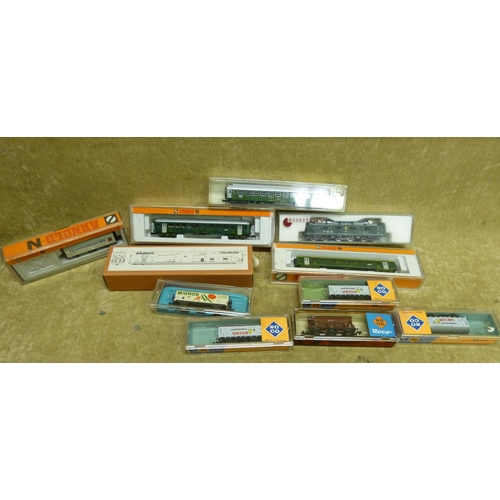 773 - A Hobbytrain SWB/CFF RE6/6 Engine Boxed and 10 similar Arnold, ROCO International and minitrix carri...