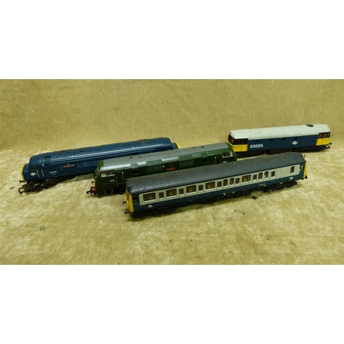 775 - A Lima 33025 Locomotive, a Lima W55026 Locomotive Carriage and mainline D824 green locomotive and an...