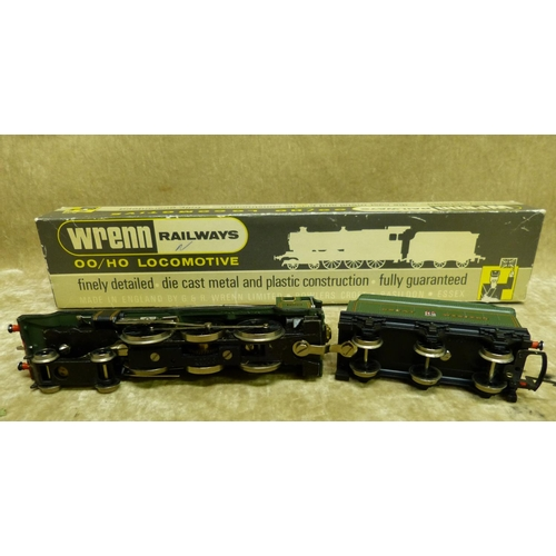789 - A Wren 00 Gauge Locomotive W2247 4-6-0 Clun Castle Green, boxed...