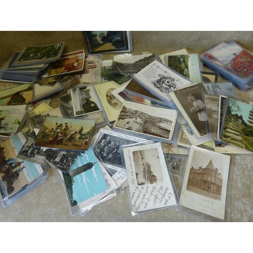 820 - A Large Quantity of Various Edwardian and other Postcards, mostly mounted in covers, approximately 2...