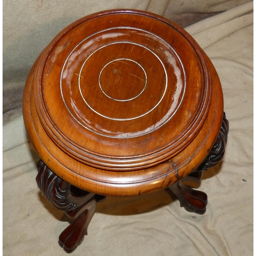 895 - A Reproduction Mahogany Round Jardinière Stand on 3 cabriole legs with carved knees on claw feet, 62...