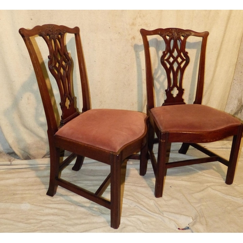 900 - A Set of 4 George III Chippendale Style Mahogany Single Chairs having pierced splat backs, drop-in s...