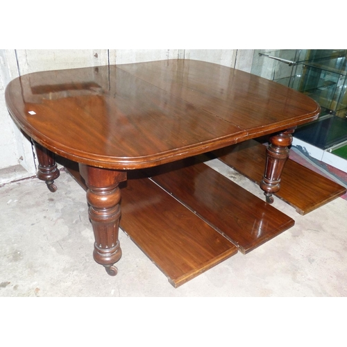 917 - A Victorian Mahogany D-End Key Wind Dining Table having 3 extra leaves on round turned fluted legs w...