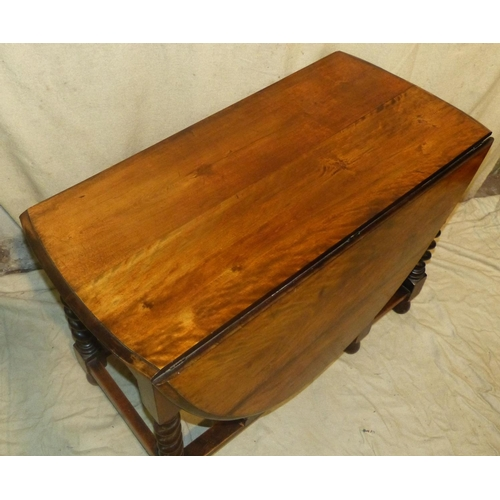 932 - A 1920's Oak Oval Gate Leg Table on barley twist legs, 1m 48cm x 1m 6cm open...