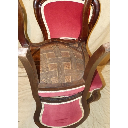 934 - A Set of 6 Victorian Mahogany Spoon Back Dining Chairs having red velvet overstuffed seats and backs...