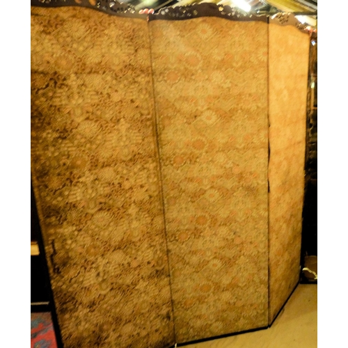940 - A 4-Fold Oriental Silk Screen (2 x centre screens split, 2 x end screens in need of complete restora...