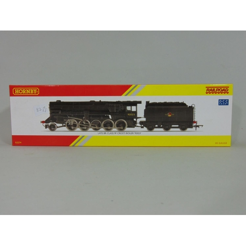 20 - Hornby Railroad Locomotive and tender R3274 BR(Late) Class 9F Crosti Boiler, boxed with original pac...