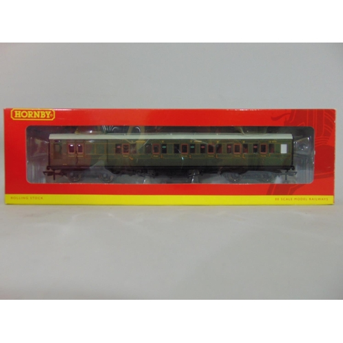 28 - 8 Boxed Hornby Maunsell coaches with olive green livery, all with original packaging (8)...