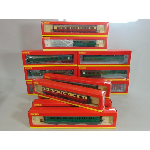 43 - Mixed Hornby boxed coaches: 3 x crimson/cream, 3 x maroon and 8 BR or SR green, all boxed...