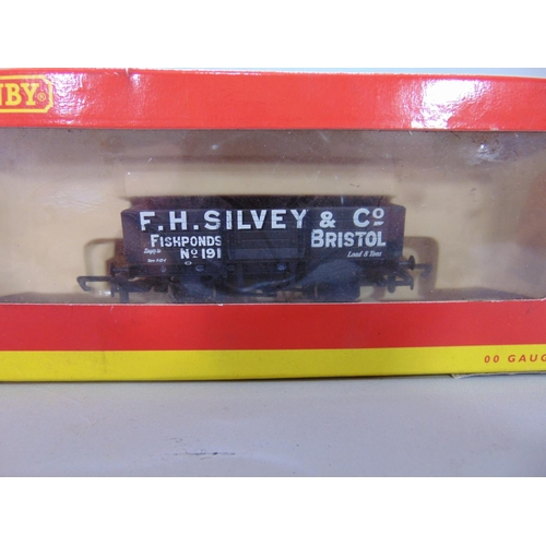45 - 6 Hornby wagons including 3 Maunsell brake vans R3410B, R4606C, R4347B and 2 utility wagons R6315 an...