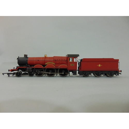 40 - Hornby Harry Potter Locomotive 4-6-0 'The Hogwarts Express' with tender (has been coupled), with box...