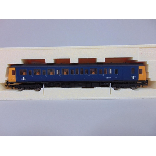 48 - 2 Hornby Locomotives: R2524 GWR Diesel Railcar No 29 and R2510 Class 121 Driving Motor Brake 'w55021...