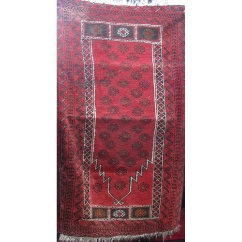 Good Persian rug with geometric floral decoration in an Islamic arched panel, upon a red ground, 160 x 100cm