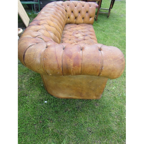 2525 - A Chesterfield sofa in mid-tan leather upholstery with overall buttoned finish, 185cm wide...