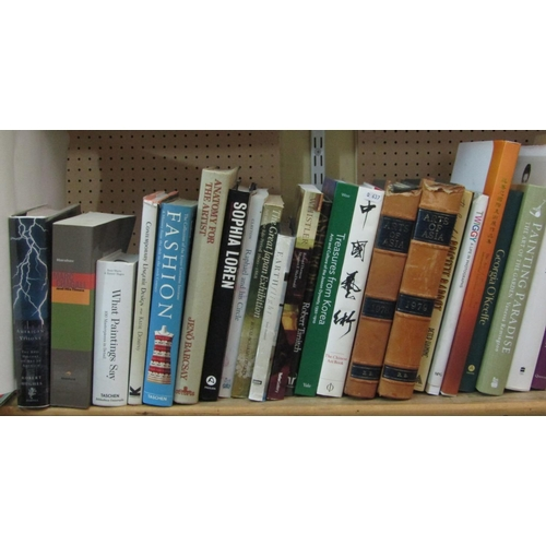 339 - An extensive collection of good quality art reference books, subjects include Fashion, Sculpture, Ph...