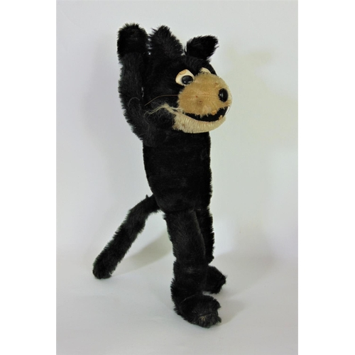 17 - 2 soft toy figures of Felix the Cat, 1920/1930's both with articulating arms and fur bodies. The sma...