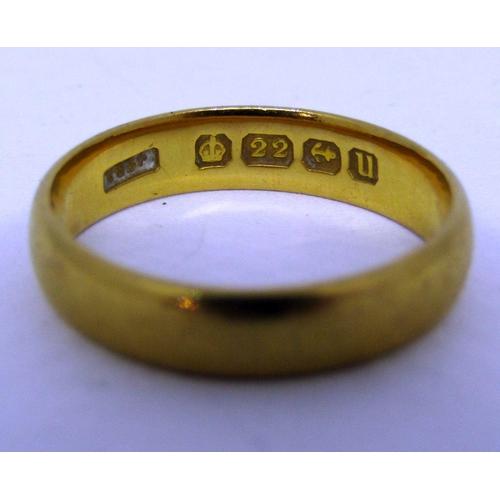 280 - 22ct wedding ring, size K/L, 3.9g...