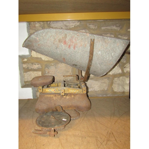 2025 - Miscellaneous lot to include two vintage wooden quoit game boards, together with five rings, a small...