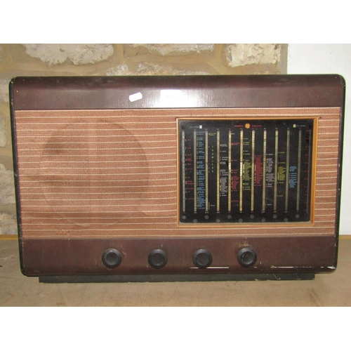 2033 - A vintage Pye mains radio with simulated Bakelite case (AC mains table model type 39 J/H)...