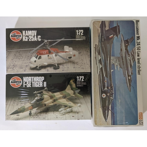 1 - Collection of 16 1/72 scale model kits including models by Airfix, Hasegawa, Frog, Pantera, Pioneer,...