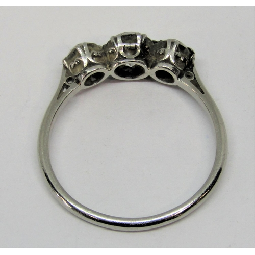 1363 - Good quality three stone diamond ring, centre stone 0.75cts approx, outer stones 0.35cts each approx...