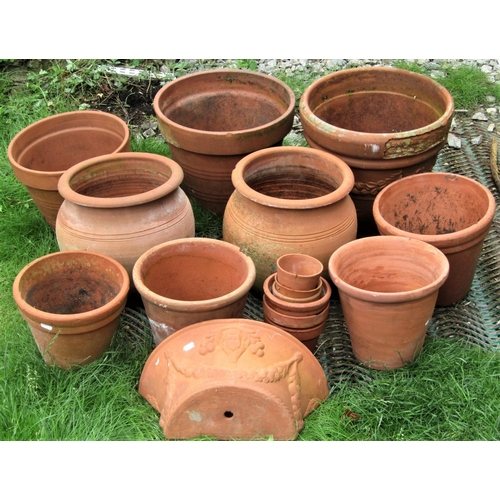 2028 - One lot of outsized terracotta flowerpots and planters, of varying size and design