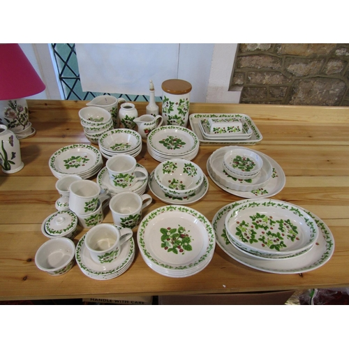 1023 - A quantity of Portmeirion Summer Strawberries pattern wares comprising oval serving dishes, rectangu...