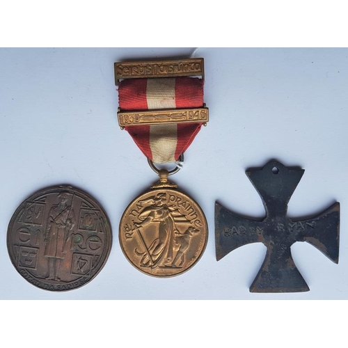 15 - Emergency Medal 'An Foras Cosanta Aitiul' with 1939-1946 Bar, a 1917 to 1921 Service Medal (A/F) and...