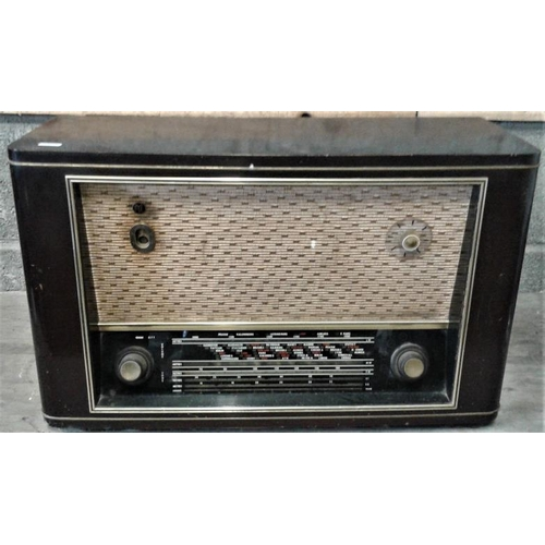 83 - Large PYE Wooden Case Valve Radio...
