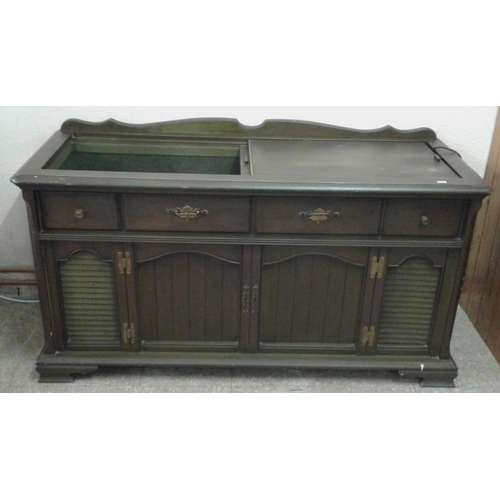 647 - American Radiogram (working), c.54in wide...