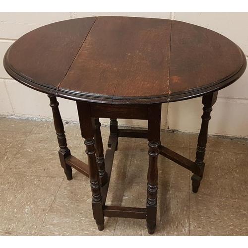 105 - Edwardian Oak Gate Leg Table - 21 x 24ins...